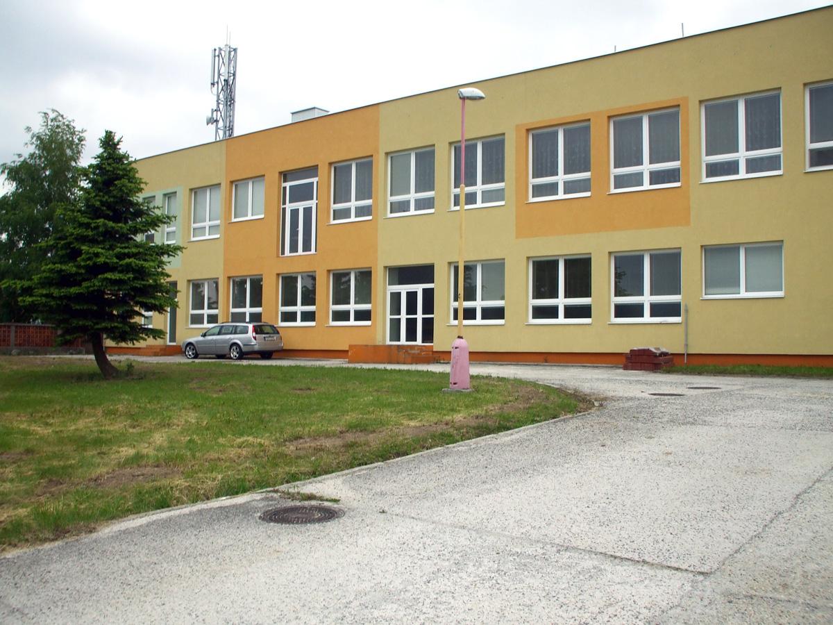 8c6653c89 Základná škola Lehota pod Vtáčnikom 16 tried, 284 žiakov, 3897 obyvateľov,  v prepočte 7,3% obyvateľstva je žiakom ZŠ